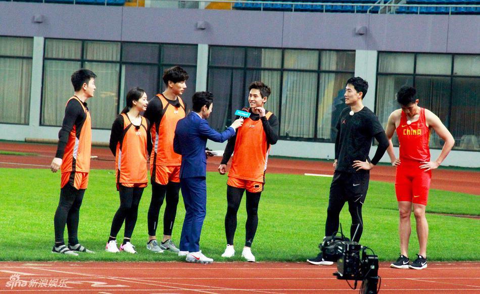 高清套图:《来吧冠军》录制路透照 张哲瀚刘翔再同台竞技