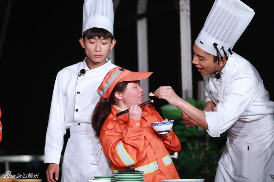 高清套图:暖心少年!王俊凯张一山烹制美食慰劳环卫工人