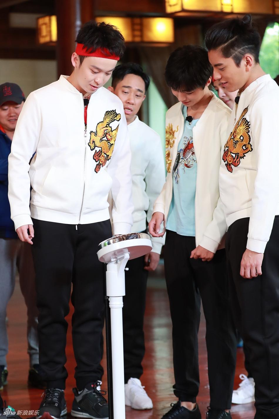 高清套图:《高能》身高体重曝光 王俊凯182cm才58公斤