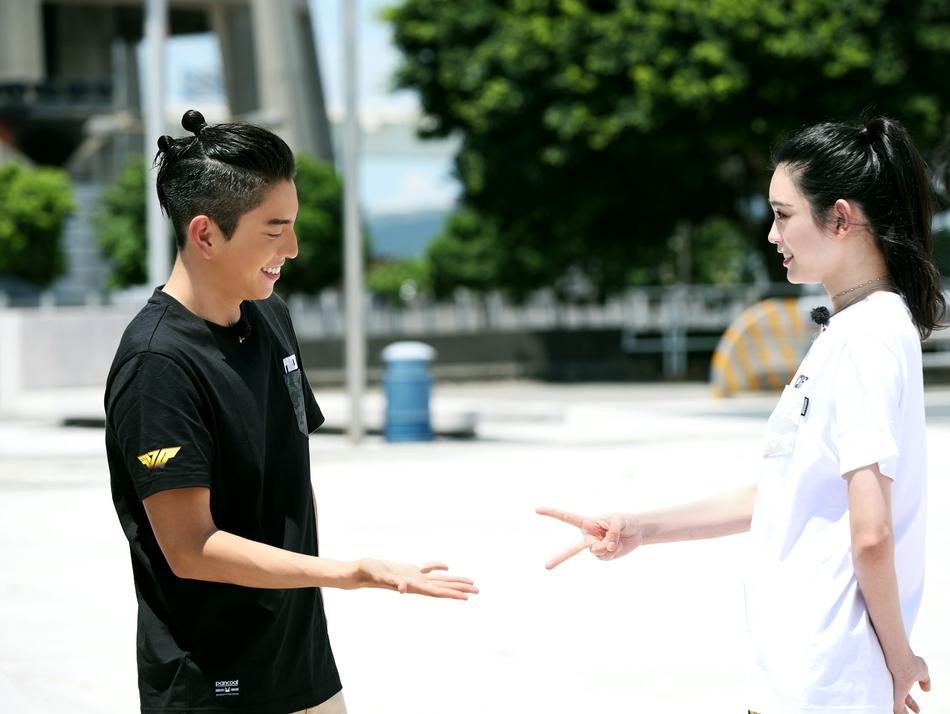 组图 高能 王俊凯张一山穷游澳门拍MV图片