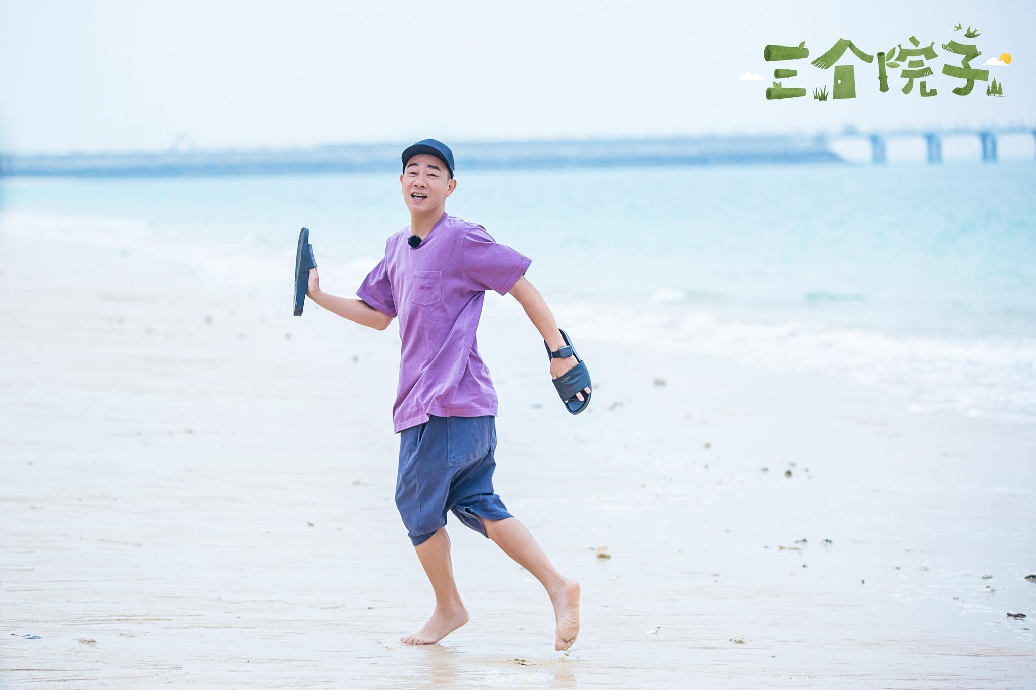 组图 陈小春和应采儿海滩约会高兴的飞起 两人甜蜜互动似小情侣
