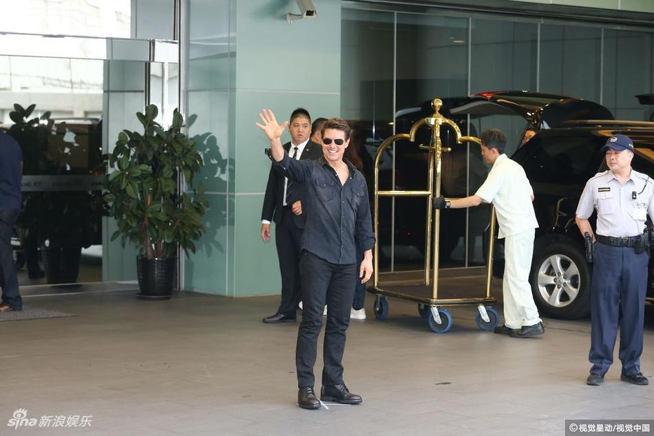 高清套图:汤姆-克鲁斯携新片到台湾宣传 为粉丝签名心情靓