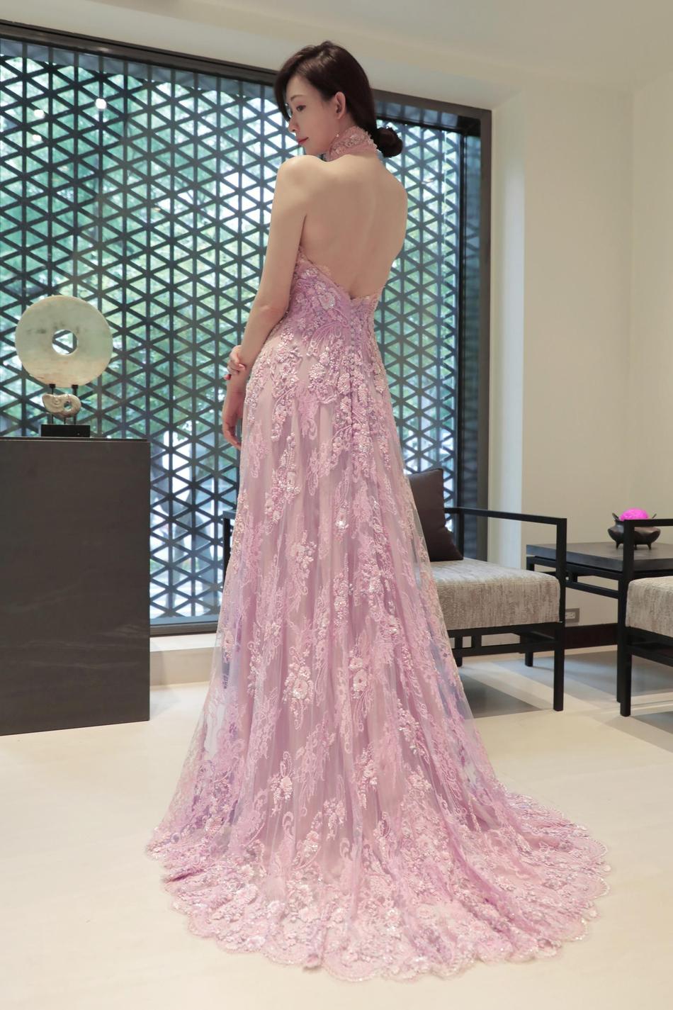 林志玲中式结婚礼服设计手稿曝光 露背装典雅迷人