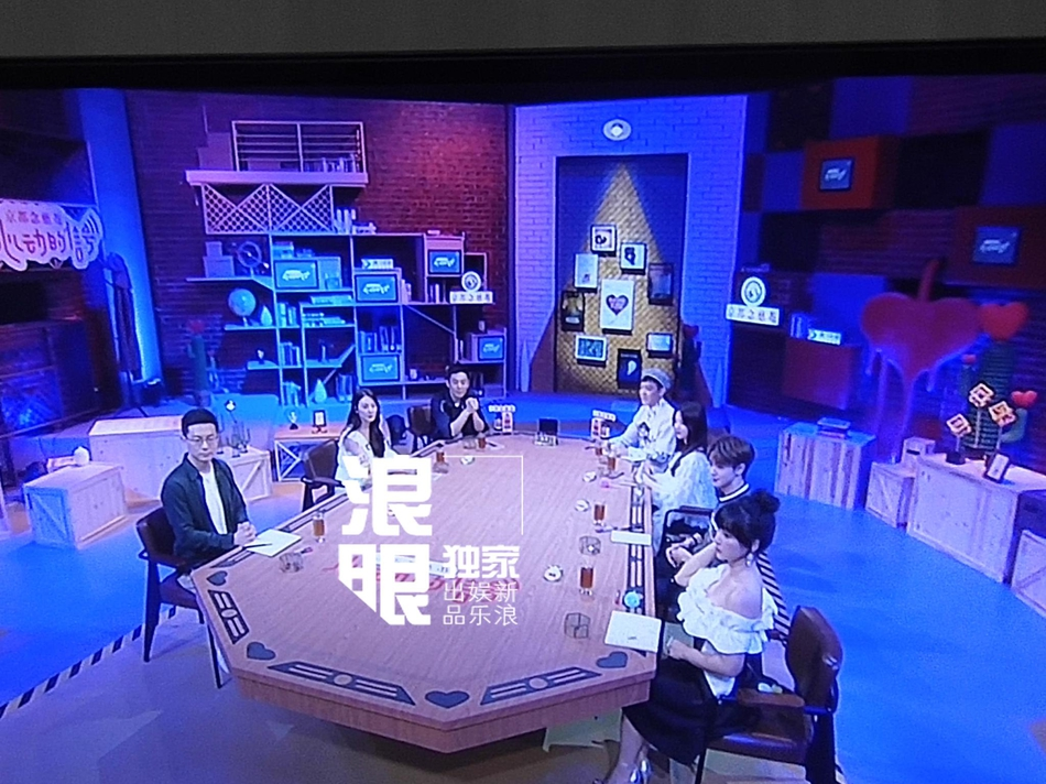 张雨绮离婚后首度现身录制 面带笑容神采奕奕