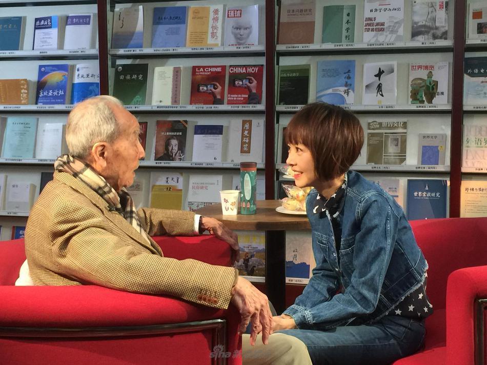高清套图:迷妹样!鲁豫访谈96岁高龄翻译家许渊冲