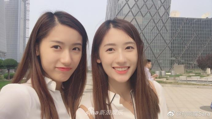 清纯双胞胎姐妹花同上哈佛同入职央视