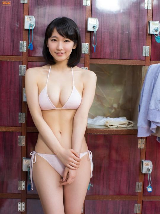 前,被日媒评为2017上半年人气爆红女明星第一名的吉冈里帆一组泳