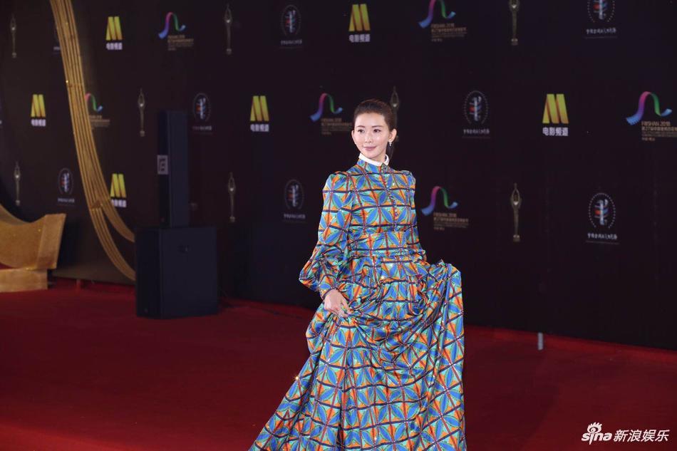 林志玲百花奖礼服怎么了 网友:这是林志玲穿衣最错的一次 娱乐 热图2