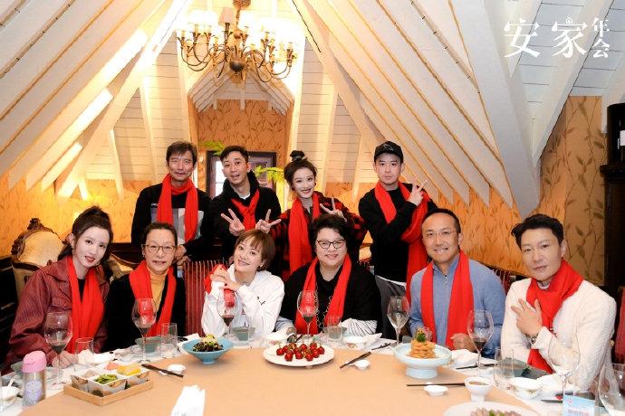 安家制作组鲁阳方年会孙利、张蒙、王自健等登场气氛活跃