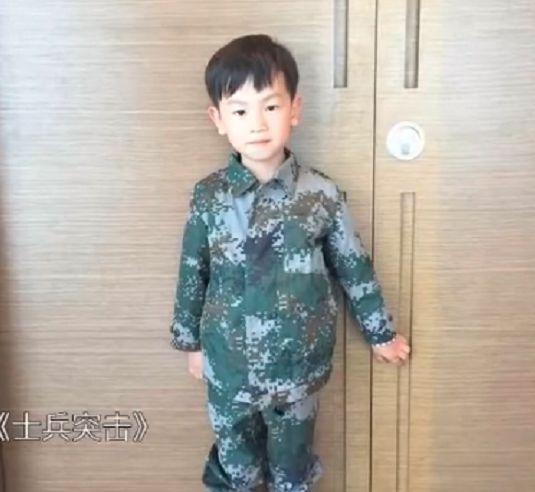 王宝强10岁儿子王子豪正脸首曝光 浓眉大眼皮肤白净