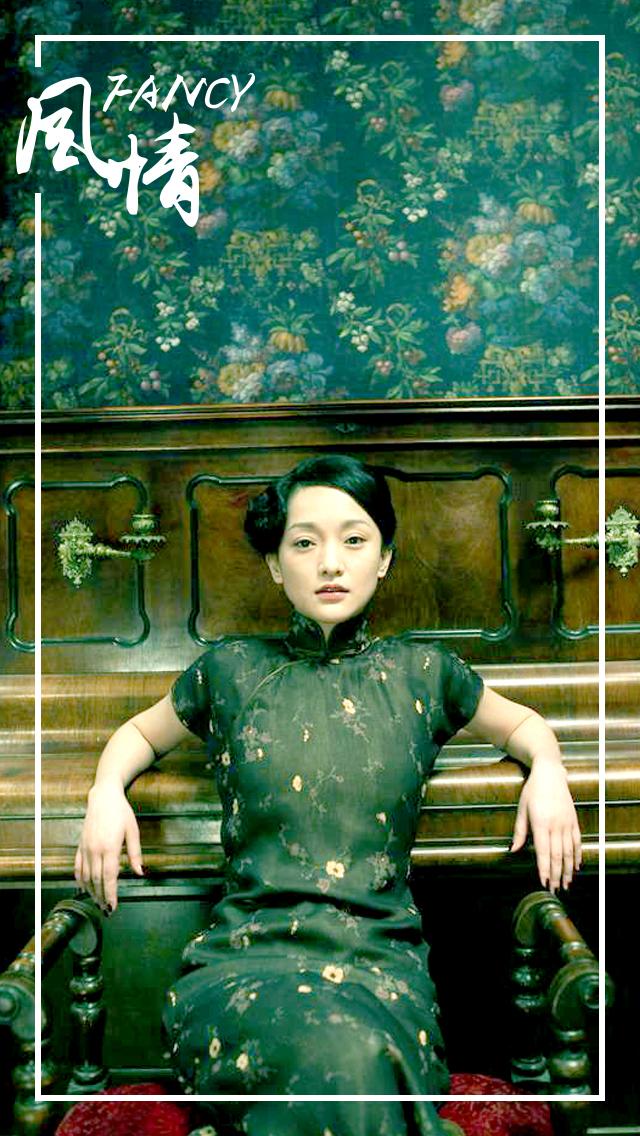 尤以民国改良旗袍为最,张曼玉在《花样年华》中连换23套旗袍,汤
