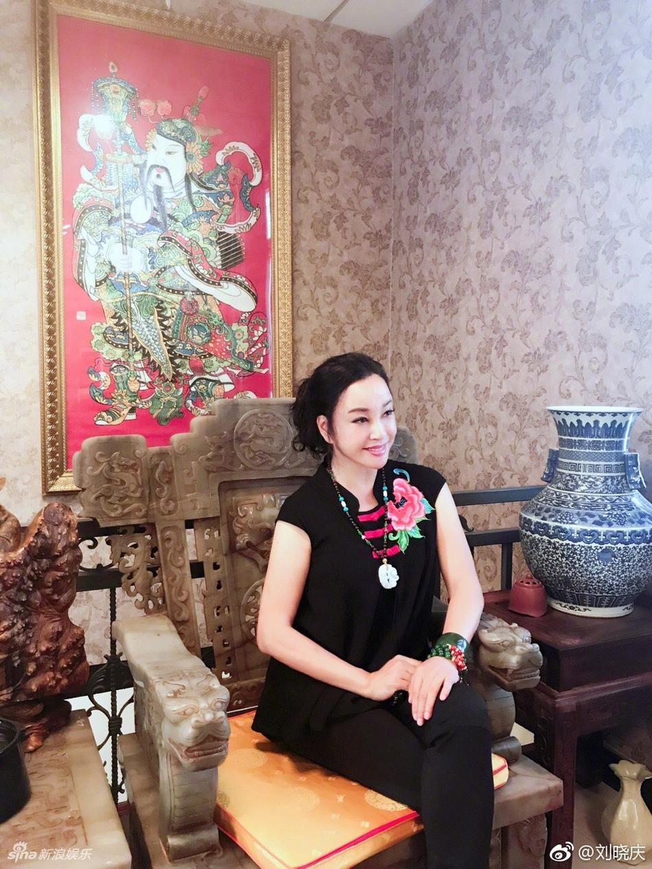 刘晓庆是如何保养的 刘晓庆近照人比花娇图片