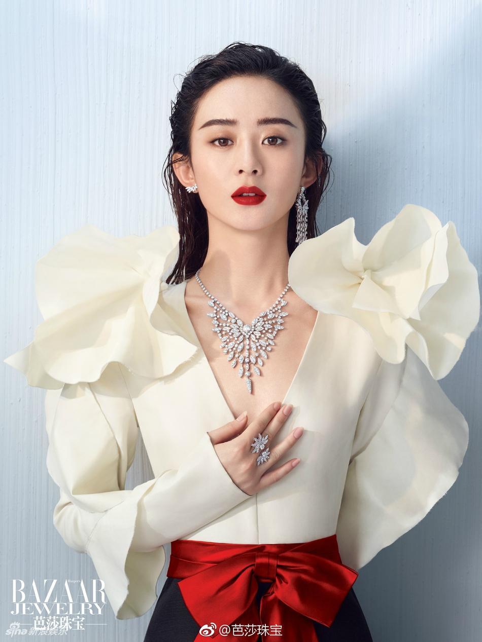赵丽颖深V登杂志封面 内页更破尺度秀美背 风格偶像 图1