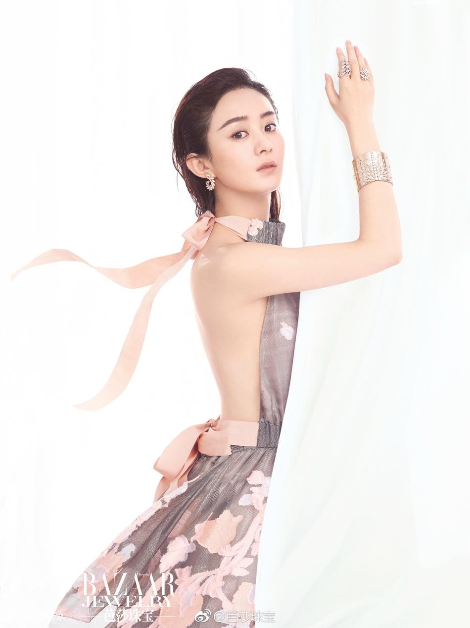 赵丽颖深V登杂志封面 内页更破尺度秀美背 风格偶像 图2