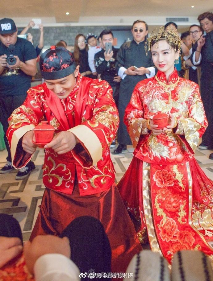 尤其是中式婚纱更是多,黄晓明baby,刘诗诗吴奇隆,陈晓陈妍希,郭富城图片
