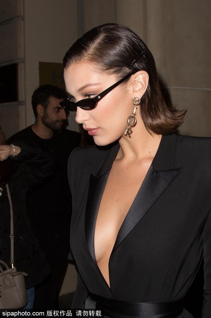 高清套图:贝拉·哈迪德帅气出街 穿低胸黑衣霸气外露