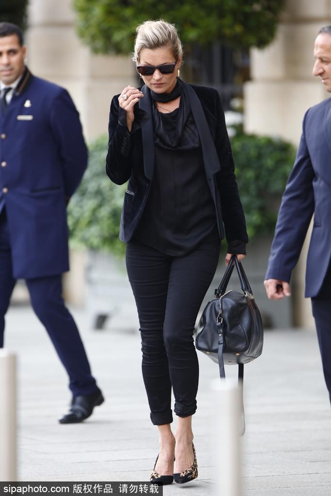 高清套图:超模凯特·摩丝一身黑现身 霸气作风依旧不减