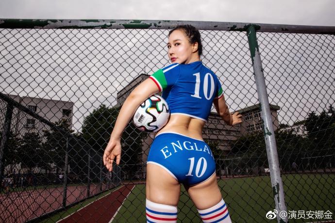 组图 世界杯在即 网红cos足球宝贝画面劲爆