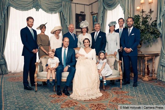 路易斯小王子洗礼官方照出炉 夏洛特乔治陪伴左右萌度爆表
