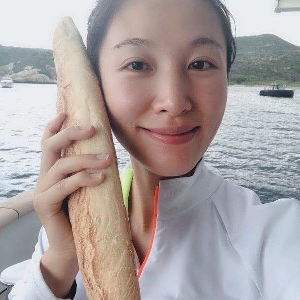 TVB小花李美慧嫁57岁百亿富豪 孕期坐游艇大方晒素颜照