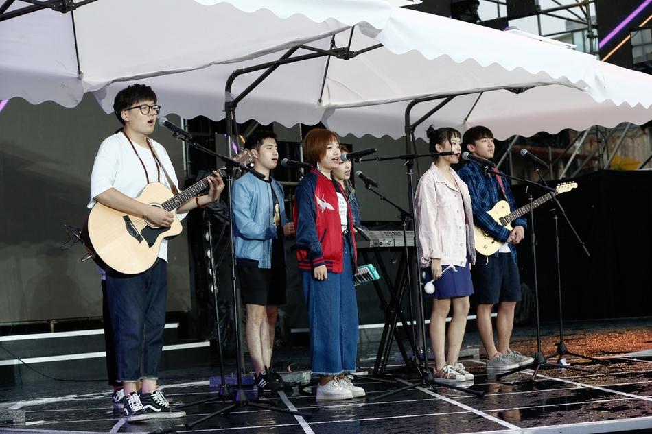 草台乱唱亚洲新歌榜献唱 造型清凉超接地气
