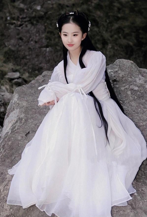 Ảnh hiếm bị cắt bỏ trong Thần Điêu Đại Hiệp được tiết lộ: Visual năm 16 tuổi của Lưu Diệc Phi xuất sắc nhường nào? - Ảnh 4.