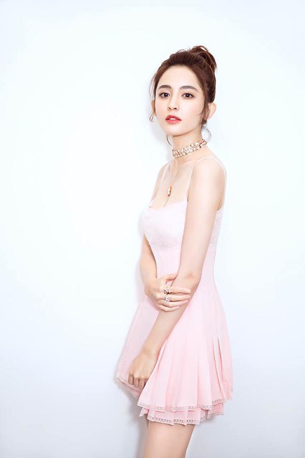 高清套图:《花少3》娜扎吊带短裙尽显白皙皮肤高挑身材