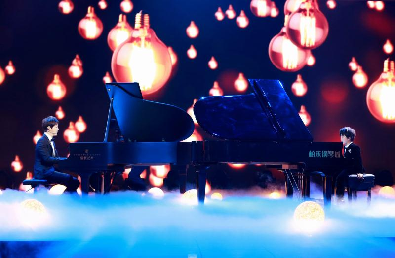 高清套图:《神奇》李云迪萌娃对弹钢琴 杨迪跳芭蕾画面辣眼