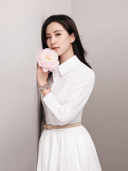 刘诗诗写真曝光 身穿白裙气质高洁令人惊艳