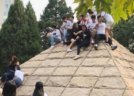 王俊凯大学同学-组图 王俊凯大学班级大合照曝光 帅哥美女云集超养眼