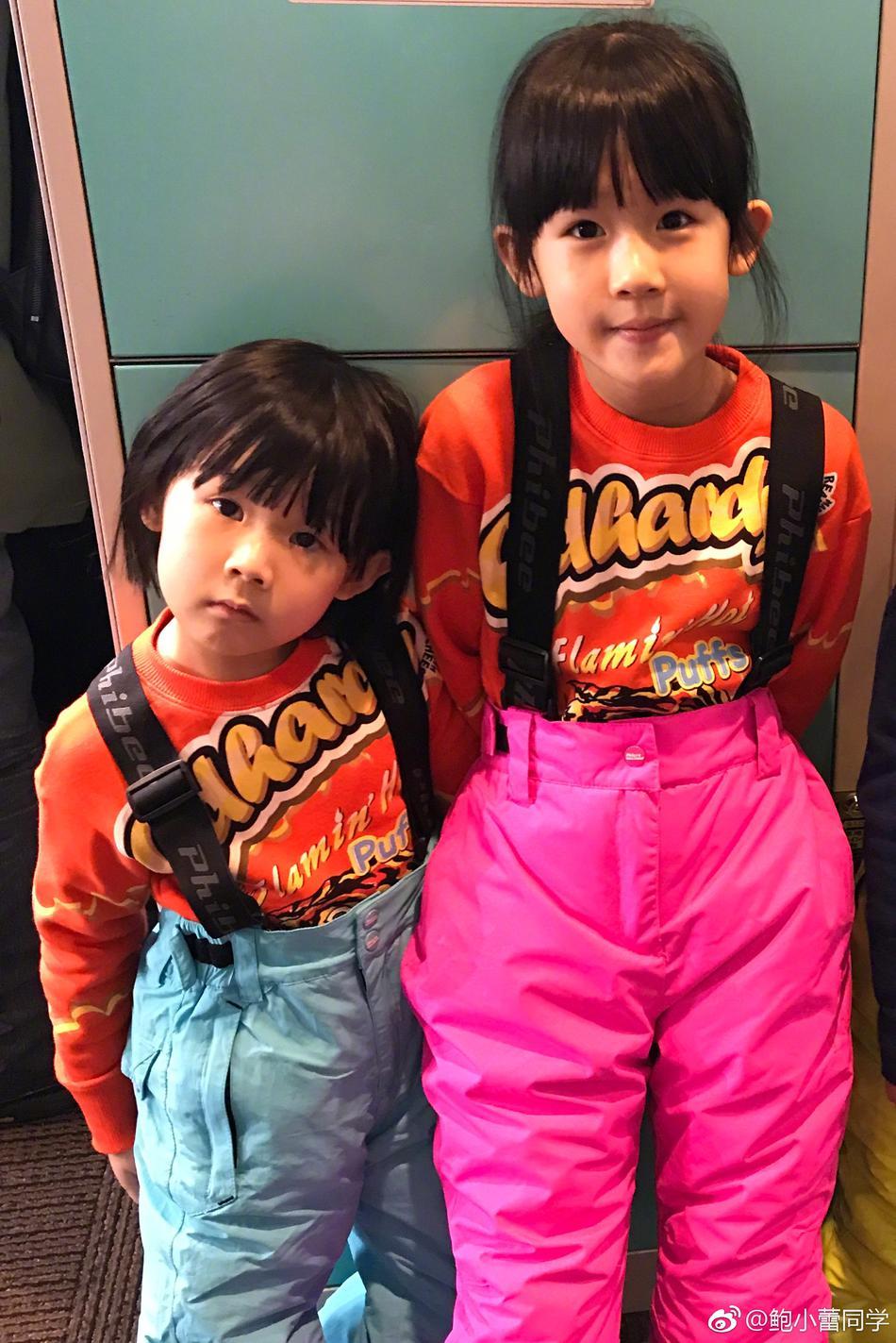 鲍蕾带女儿滑雪度假 贝儿和小叶子穿姐妹装愈发相像