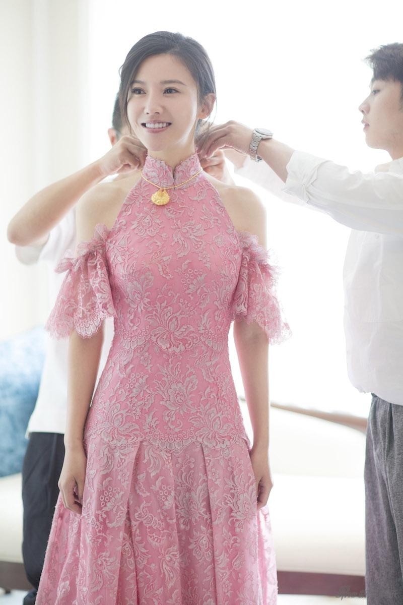 杨子姗出嫁吴中天低调迎亲 粉色中式礼服俏美十足 娱乐八卦 图10