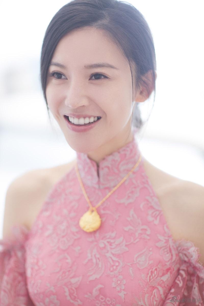 杨子姗出嫁吴中天低调迎亲 粉色中式礼服俏美十足 娱乐八卦 图7