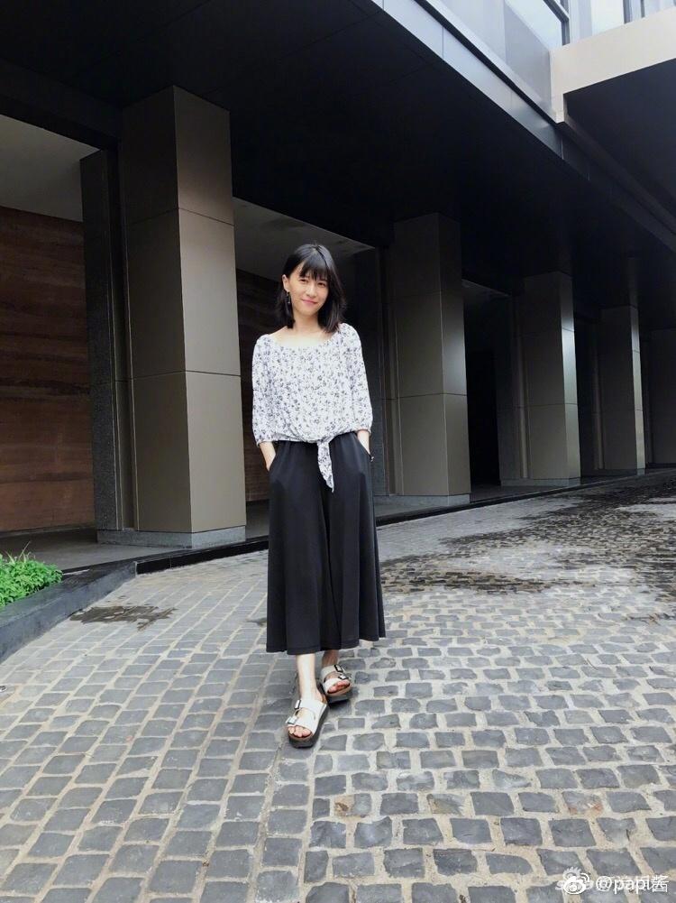 网红清流papi酱晒素颜生活照 气质文艺(图)