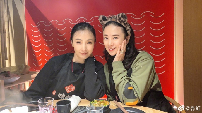 组图:翁虹陶虹重聚一起吃火锅 小龙女和妖猫20年后再合体