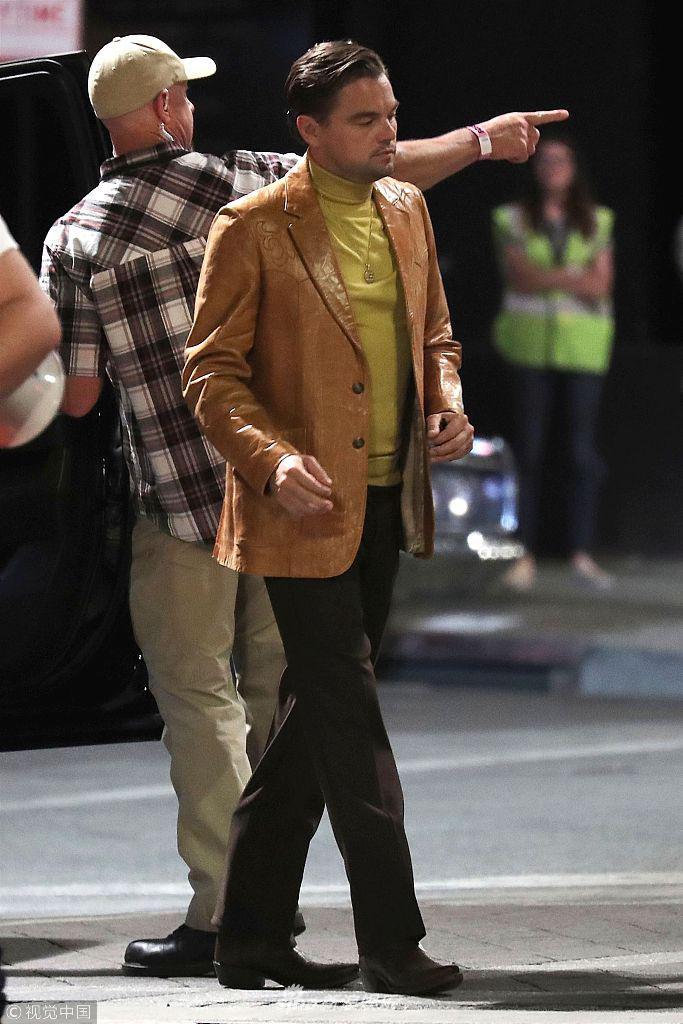 小李黄衬衫皮西装土豪范儿 与皮特同框拍昆汀新片