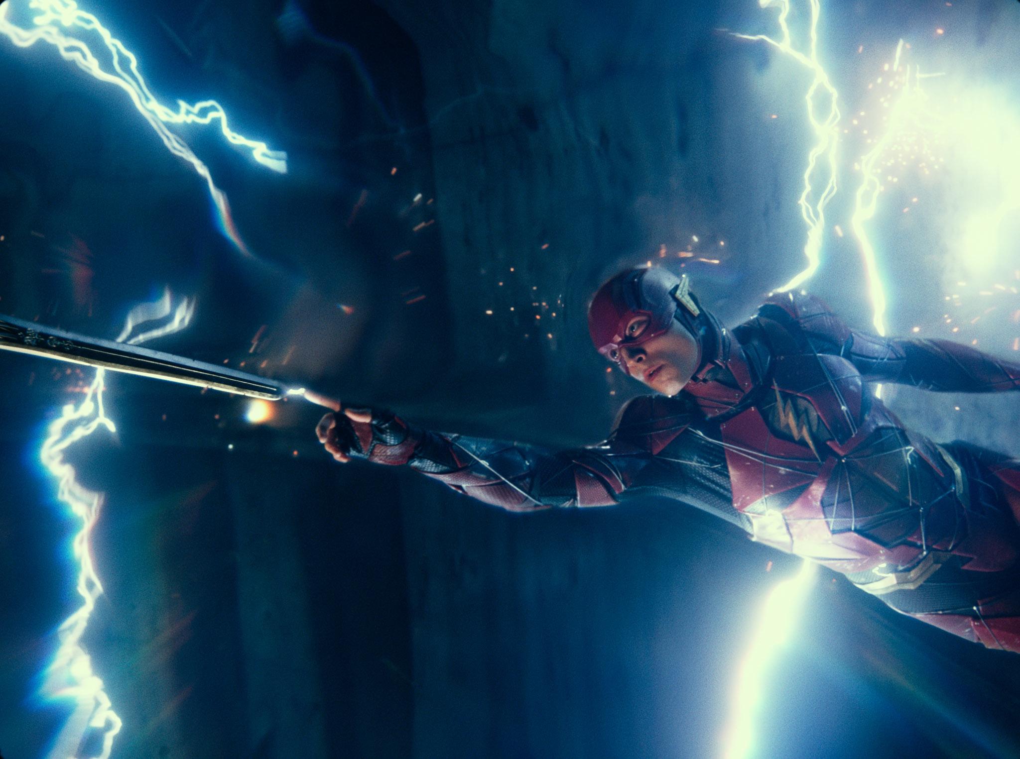 <br/>  《正义联盟》是DC首部英雄联盟电影,DC旗下最强超级英雄蝙蝠侠(Batman)、神奇女侠(Wonder Woman)、超人(Superman)、闪电侠(The Flash)、海王(Aquaman)、钢骨(Cyborg)首度合体,宇宙级大反派荒原狼(Steppenwolf)强势挑战。<br/>
