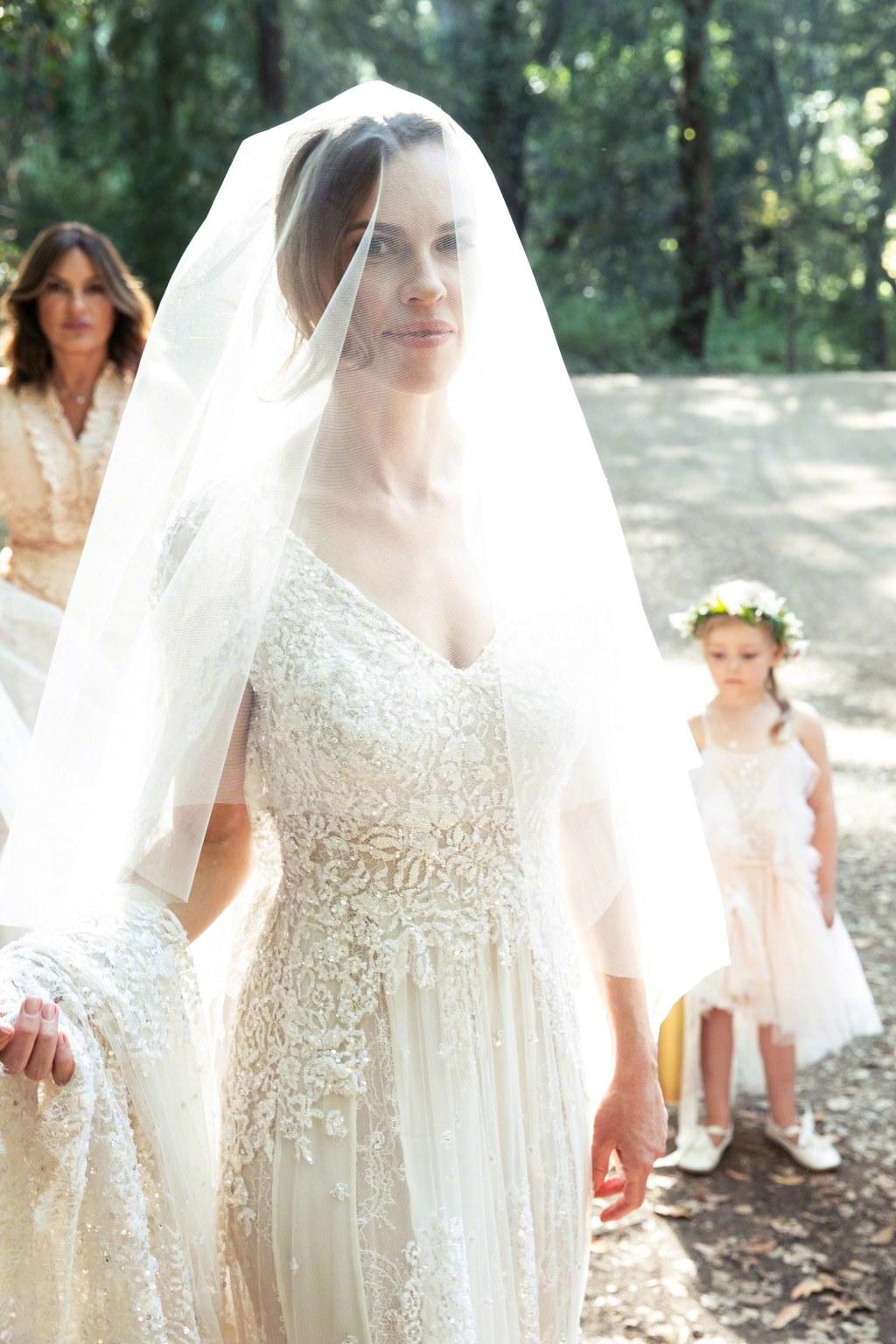 奥斯卡影后斯万克秘密成婚 婚礼照超美又温馨