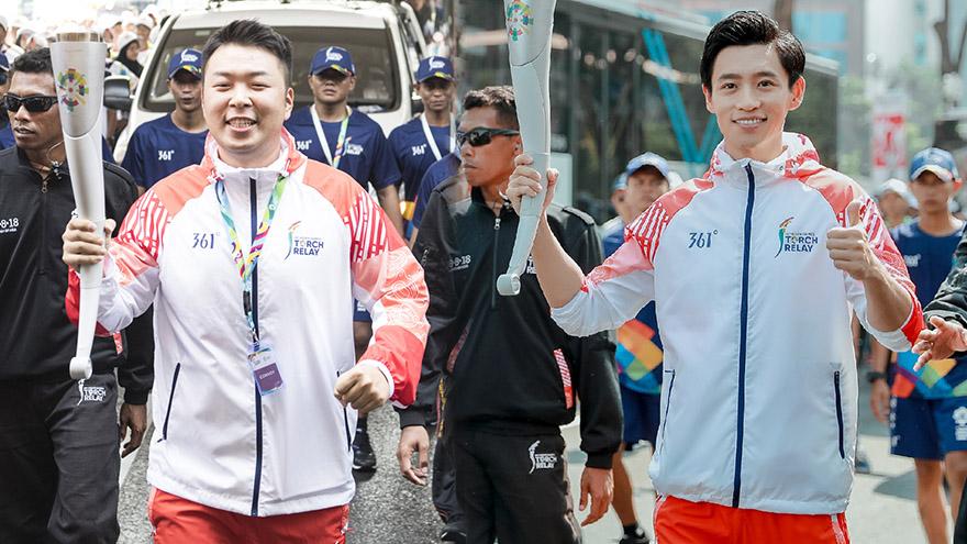 中国明星团传递雅加达亚运会火炬 杜海涛魏晨领衔