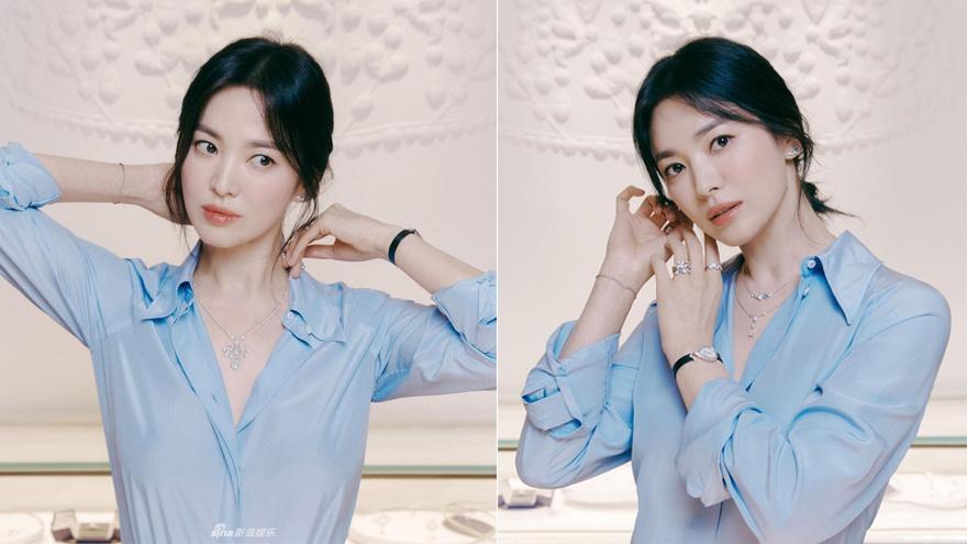 宋慧乔穿蓝色衬衫拍写真 造型简约气质优雅恬静