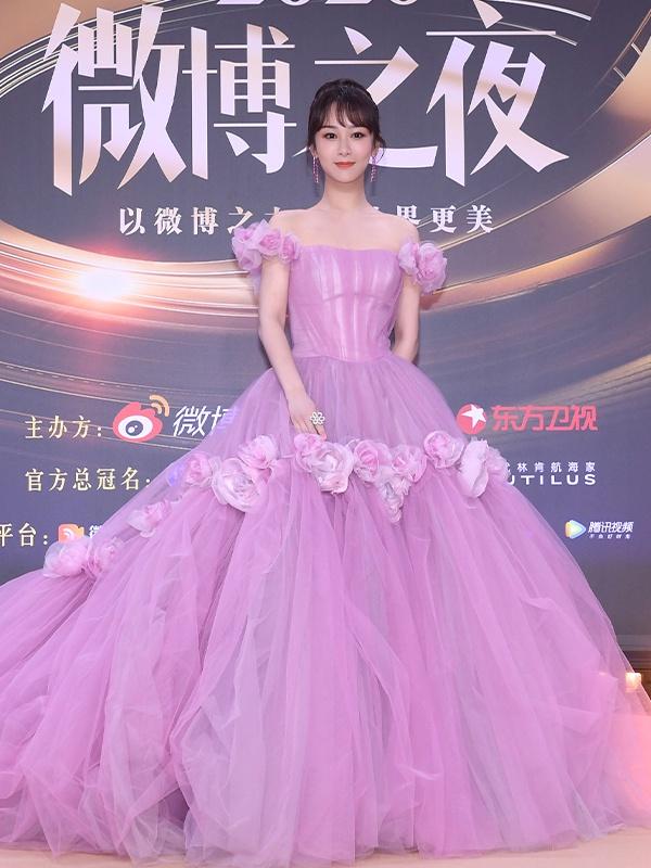 杨紫穿紫裙如梦似幻
