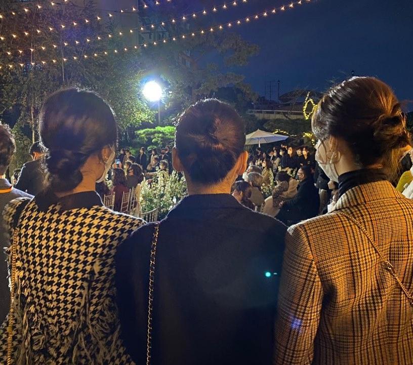 全网第一张沈昌珉婚礼图公开 少女时代三人并排站