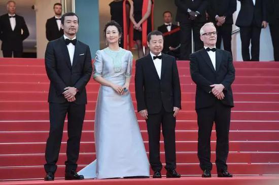 本届戛纳电影节首映红毯上的《江湖儿女》剧组