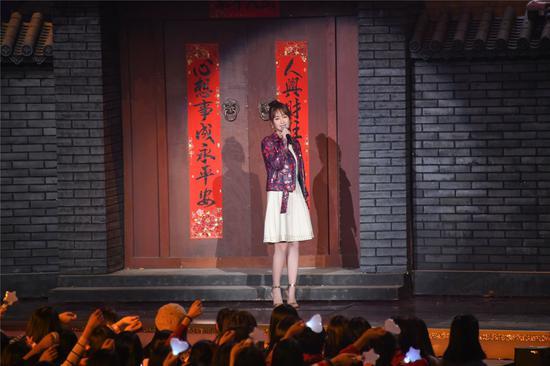 楊紫出演極具北京古都風韻的《兒時》。