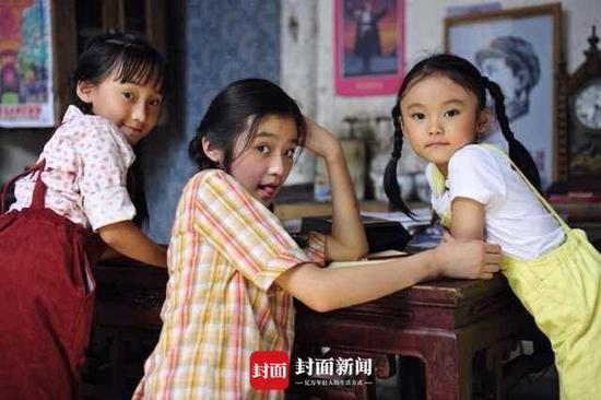 卢奇10岁孙女徐砡和刘烨拍《守岛人》被夸奖