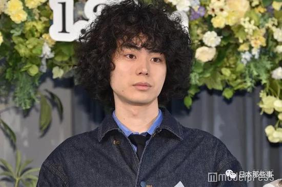 菅田将晖主演1月新剧 为塑造角色留长发烫爆炸头