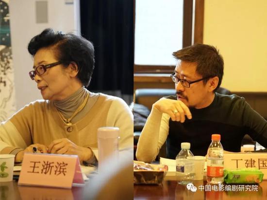 图为中国剧作家王浙滨、丁建国发言