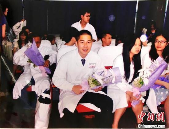 许君豪在四川大学华西口腔医学院读书时参加活动。受访者供图
