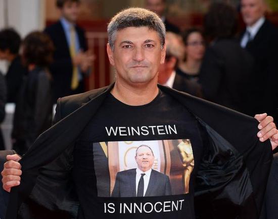 《阴风阵阵》在威尼斯电影节上,因意大利电影人的T恤文字也惹来麻烦
