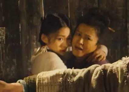 另外,和唐僧感(基)情戏最多的,就是孙悟空了。上一次打斗预告中,就搂搂抱抱,上演了各种羞耻戏码。